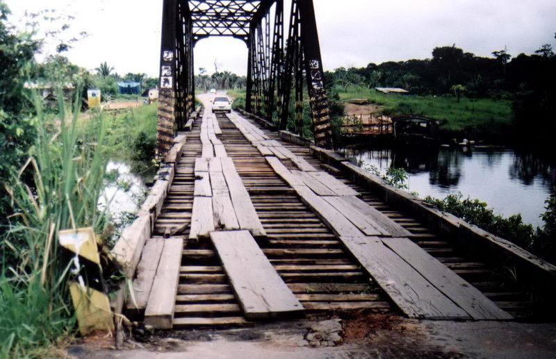 Um dia os trens da Estrada de Ferro Madeira Mamoré passaram aqui...