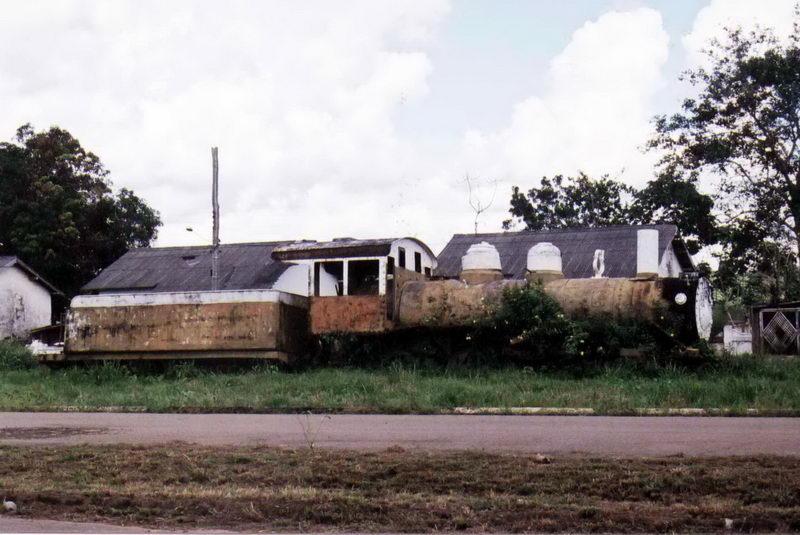 Resto de uma locomotiva da lendária EFMM, ou ainda Madeira Mamoré Rail Company
