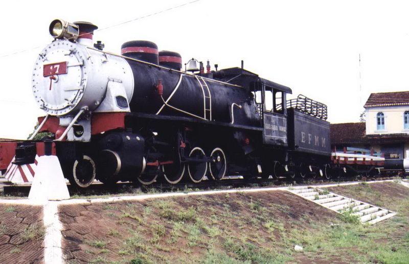 Locomotiva restaurada em exposição no centro da cidade de Guajará Mirim...