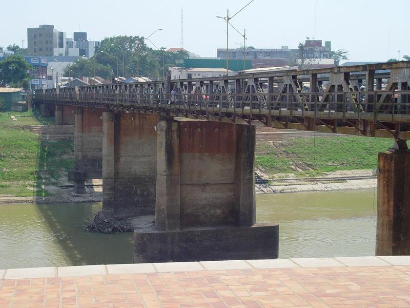 Ponte que um dia foi móvel sobre o Rio Acre (Móvel no sentido de se abrir para a passagem de navios)