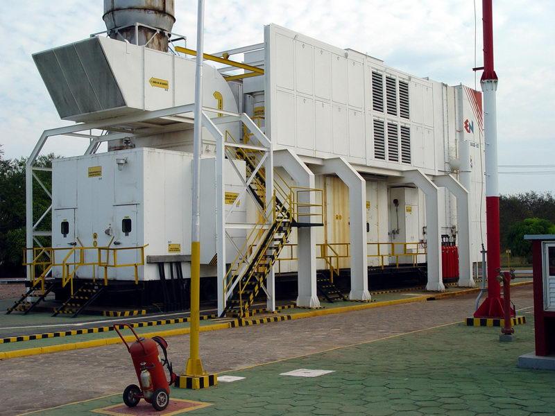 Composto de várias máquinas de vários tipos, esta ao lado é uma TG (de Turbina a Gás) adaptada para queimar óleo.