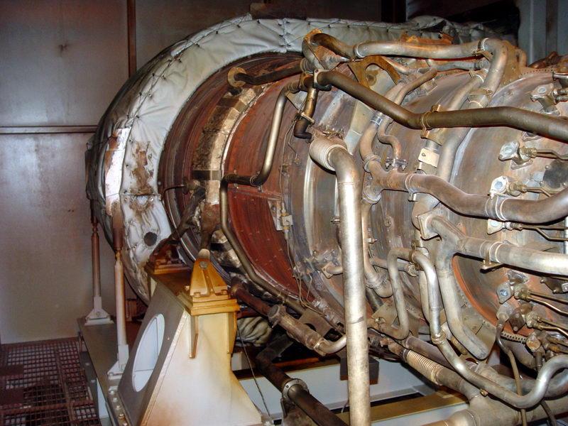 Vista interna do lado da turbina de uma TG, que na realidade é uma turbina de um DC-10 presa a um gerador de enrgia.