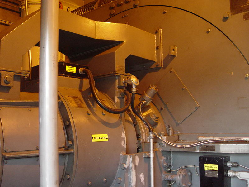 Lado do gerador elétrico, que impressiona pelo tamanho reduzido