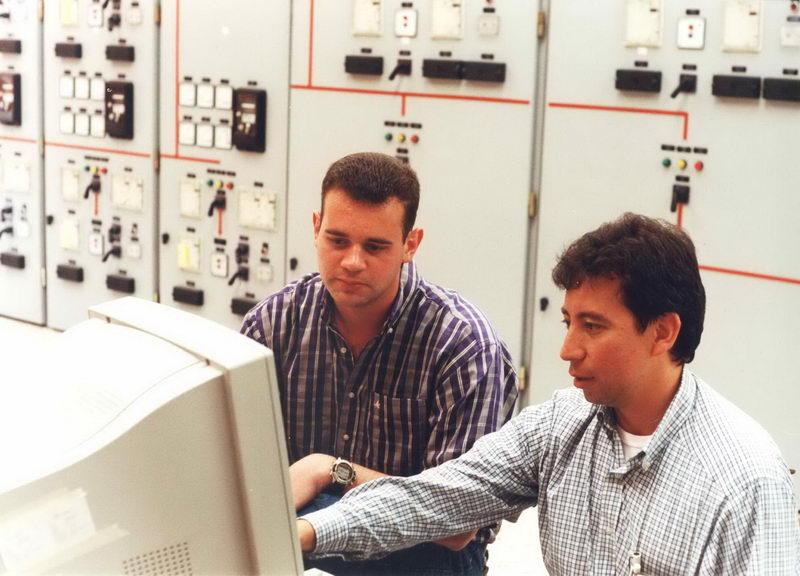 Cezar Rincón e Barão, fingindo que estão trabalhando