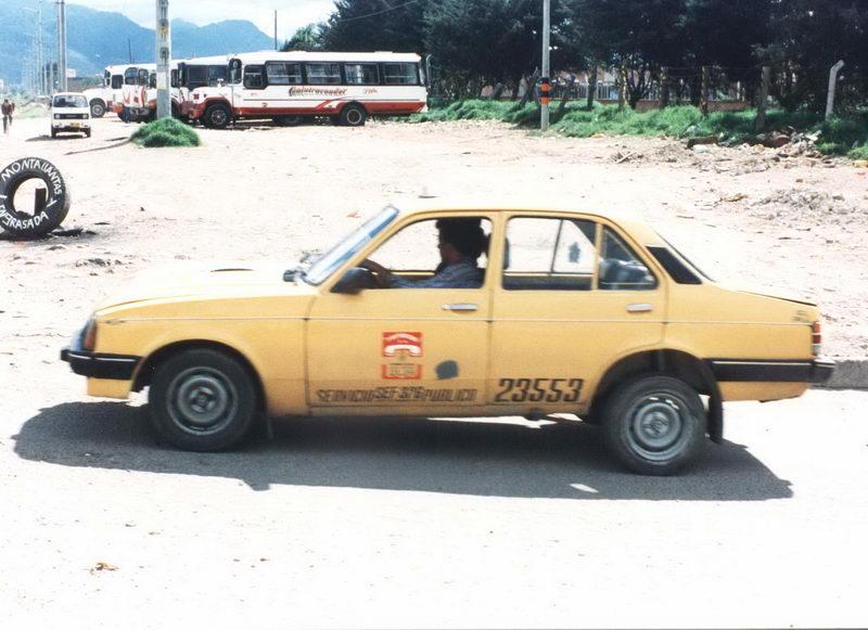 Um táxi colombiano, um chevette na ponta dos pés!