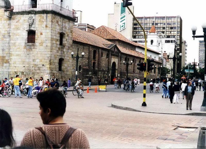 Igreja de mais de 400 anos se não me engano, bem no centro de Bogotá