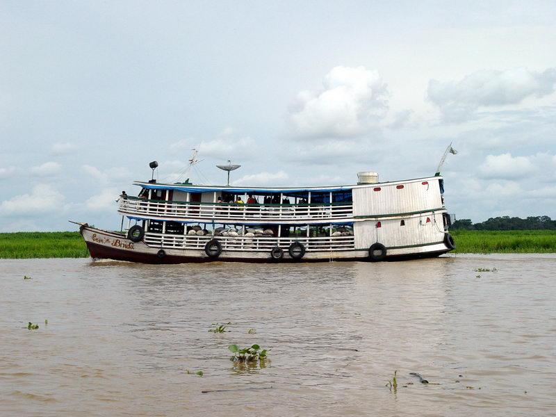 Barco vindo do interior para Manaus