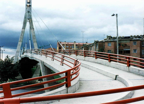 Bairro próximo ao Hotel (Quando o Barão, que na época pesava 0,12 toneladas, pulava nesta ponte ela balançava!)