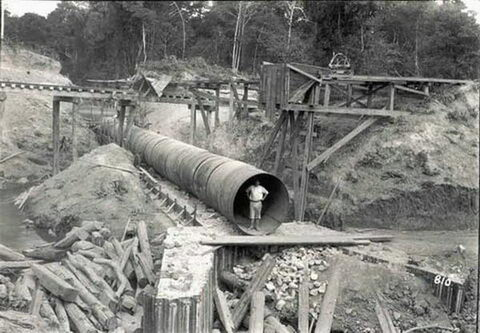 Foto antiga, da época da construção, não sei nada sobre esta usina, só sei que é contemporânea a EFMM...