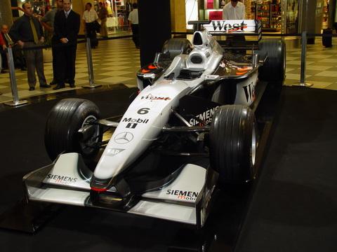 Carro de Formula 1 Exposto em Cogonhas - SP
