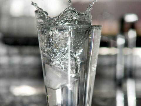 O movimento da água totalmente congelado