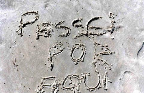 Estava escrito na areia quando eu tava passando, não fui eu...